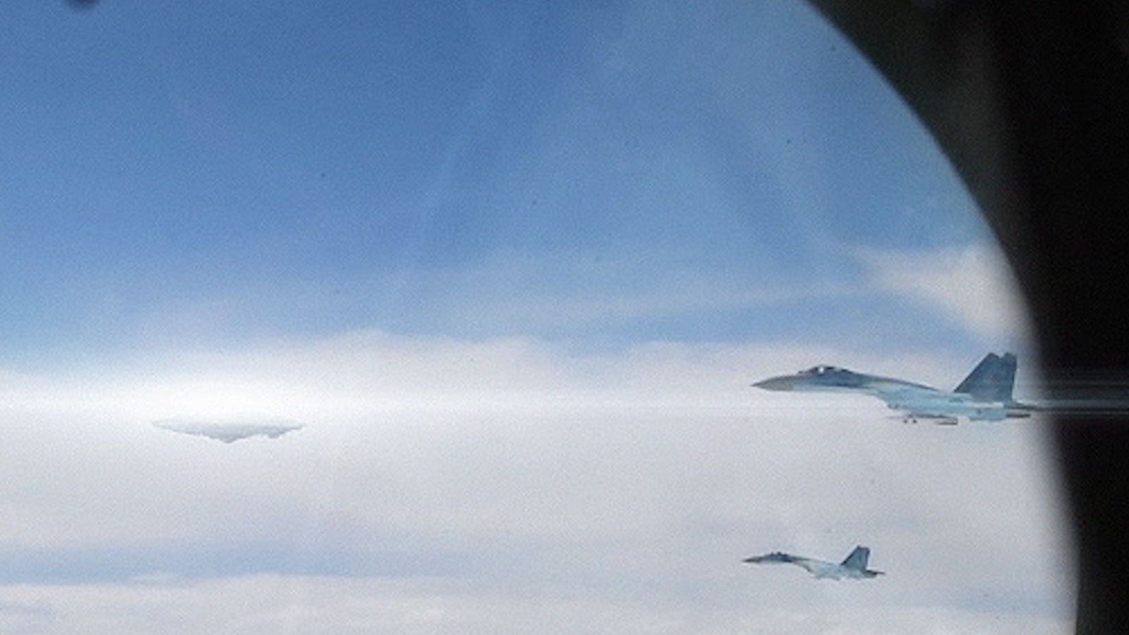UFO Sighting : UFO Chased by MIG-29 Fighter Jets in Russia 👽
