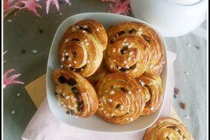 Petits pains roulés aux raisins ou pépites de chocolat