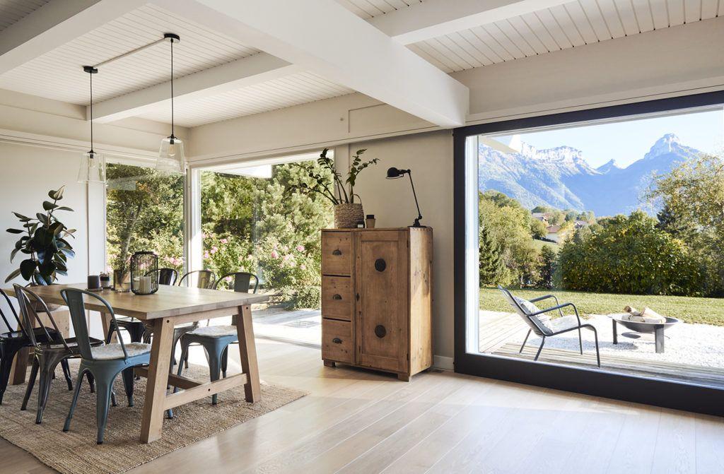 Une maison avec vue sur les alpages