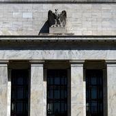 Pour éviter la crise aux Etats-Unis, la Fed injecte 2300 milliards de dolars dans l'économie - Ça n'empêche pas Nicolas