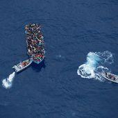 L'avion des douaniers repère une embarcation de migrants et fait une très étrange découverte