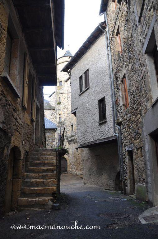 Une petite ruelle (une venelle) nous conduit à la Tour du Greffe.    (3 photos)