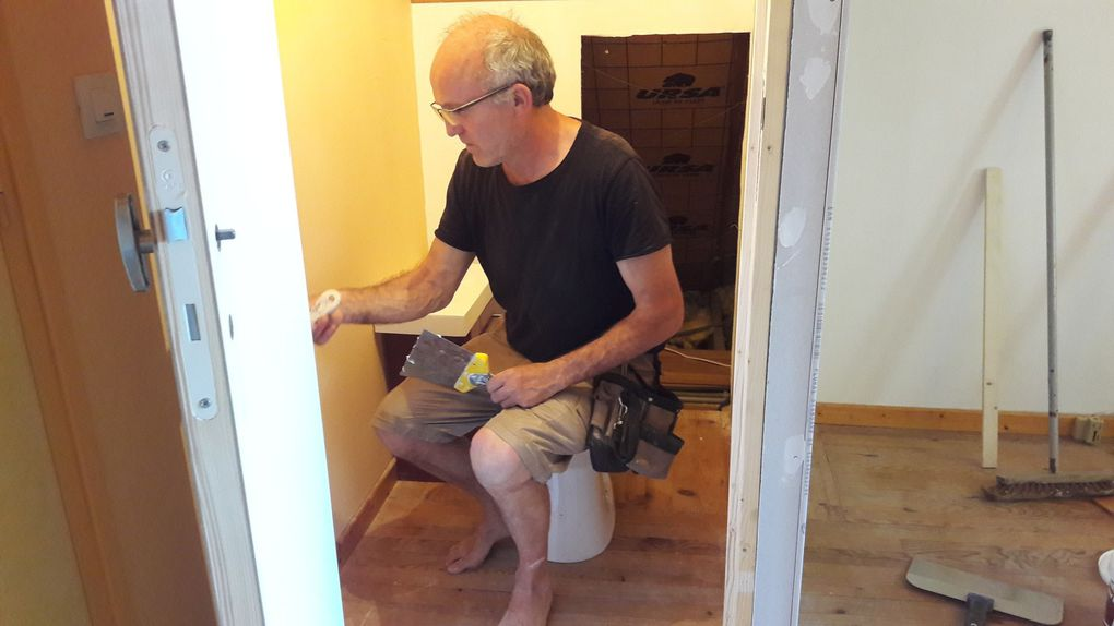 working hard, even on July 14th ! building a toilet is almost like building a house : new walls, elec, plumbing, floor etc !