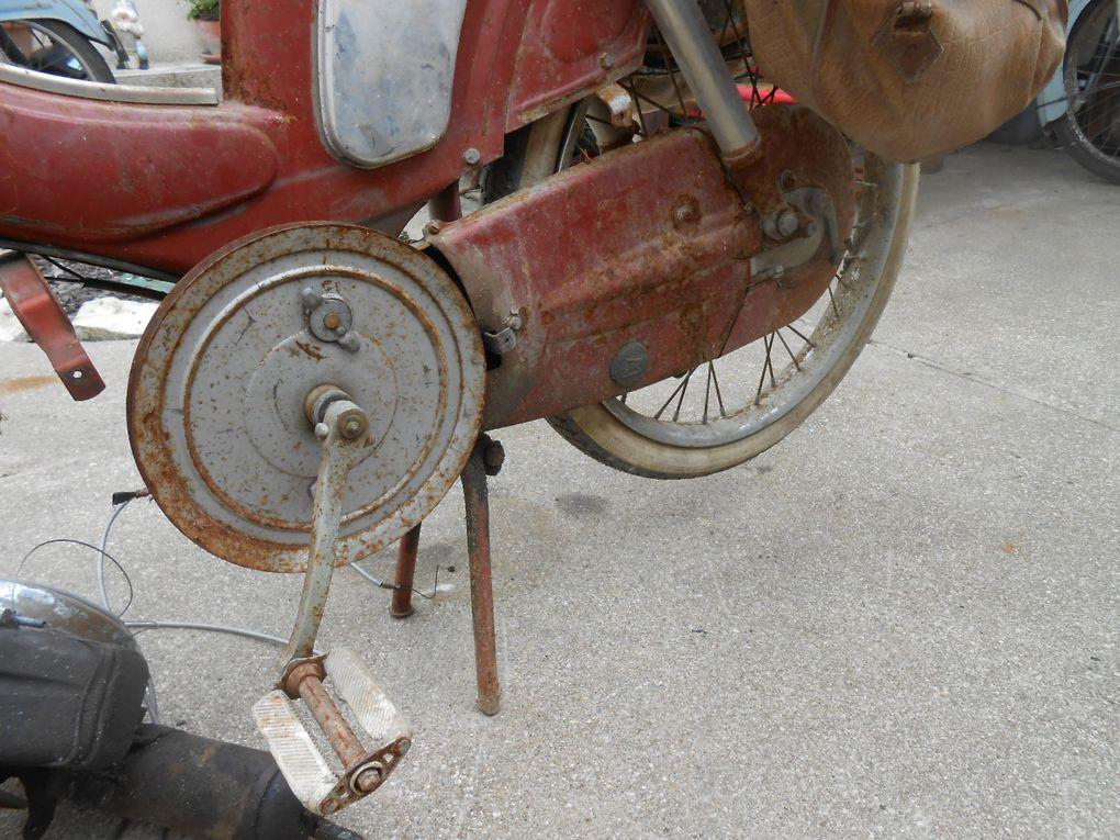 Motobécane AV 89 de 1962 Année :  N° moteur : 34........ N° cadre :  Carburateur : Gurtner  AD.14. 8/62