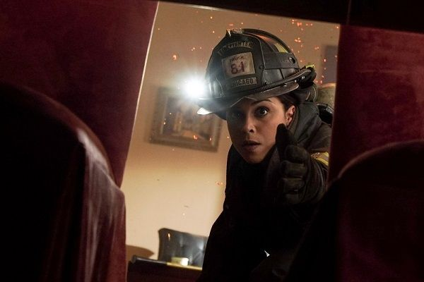 Critiques Séries : Chicago Med. Saison 1. Episode 16, Chicago Fire. Saison 4. Episode 21, Chicago P.D.. Saison 3. Episode 20