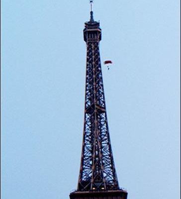 Un belge saute en parachute de la Tour Eiffel !