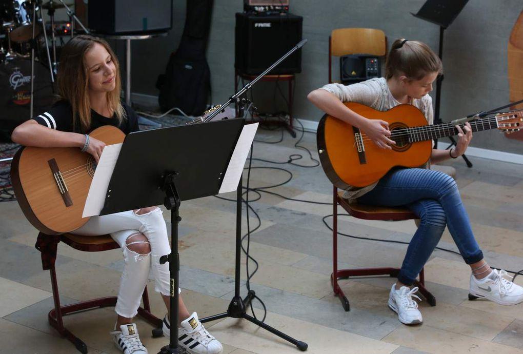 "Hannah Hofstetter und Sarah Hoffmann: ""Photograph"" für Gitarren"