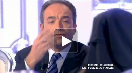 Jean-François Copé débat avec une femme portant la burqa - Vidéos