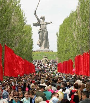 Les communistes russes intensifient leur campagne pour redonner à Stalingrad son nom
