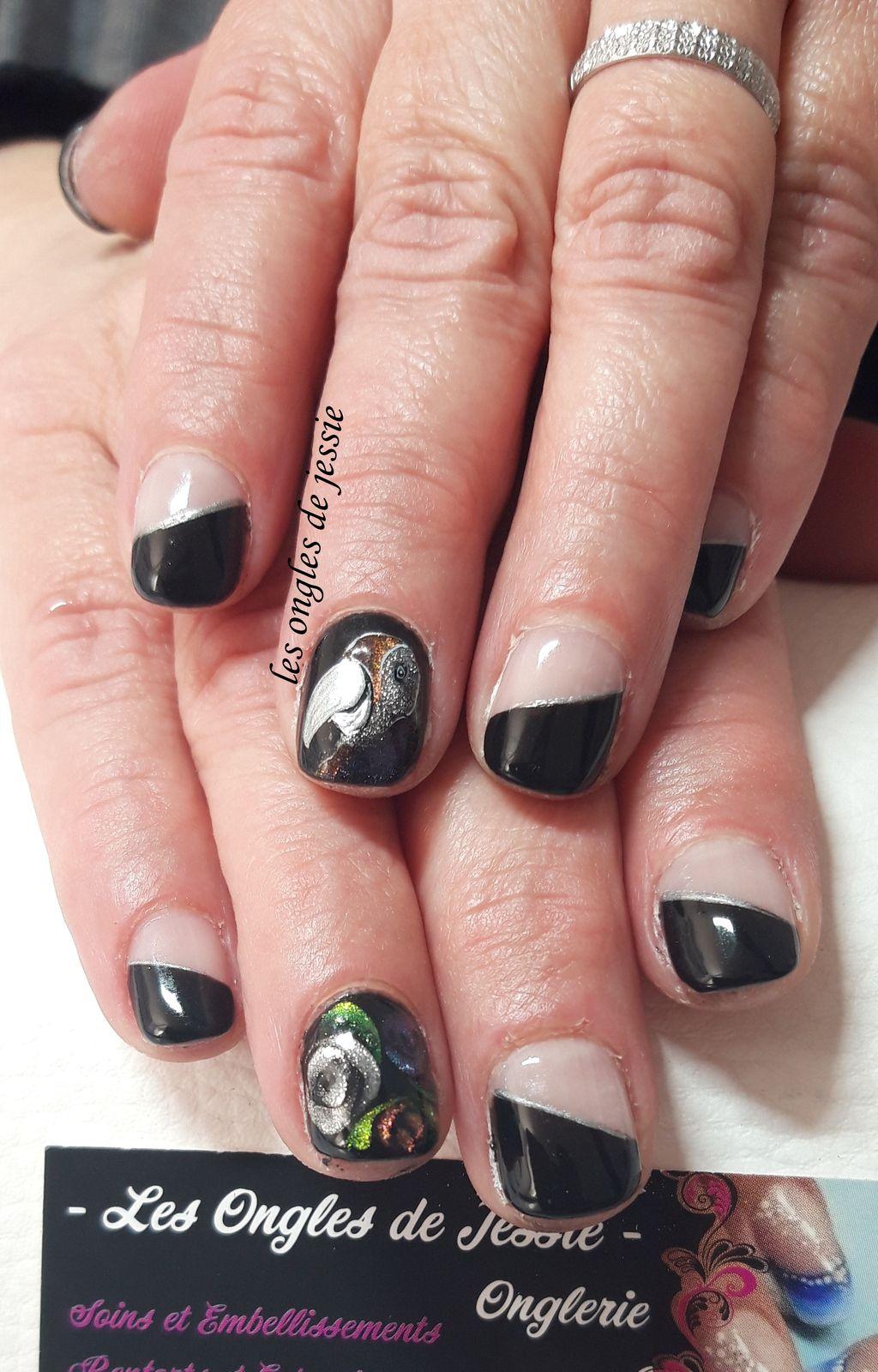 french biais noire nailart perroquet