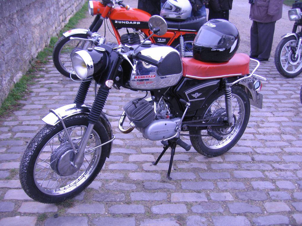 14ème Traversée de Paris en anciennes Voitures, motos anciennes et de collection Vincennes en anciennes