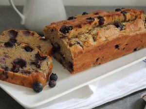 Cake spécial p'tit déj. aux myrtilles et à la banane, sans sucre ajouté et sans gluten