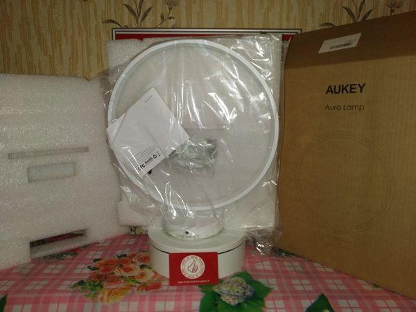 unboxing de la lampe anneau à éclairage led multicolore Aukey LT-ST37 @ Tests et Bons Plans