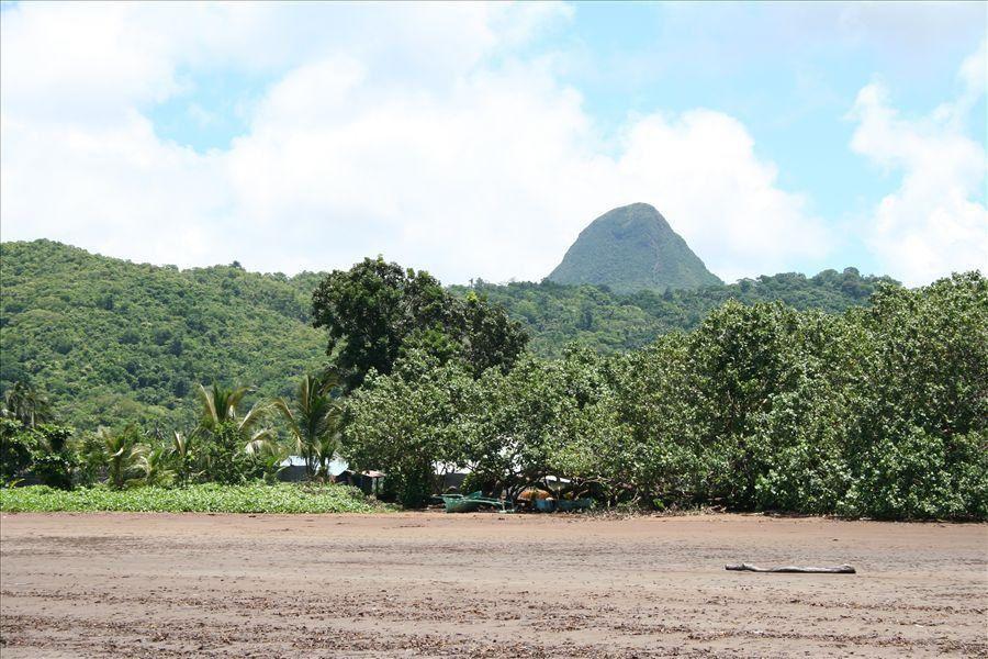 """<p>Les 1er pas d'Emma et quelques photos de tous les jours...</p> <p>Promenade dans le parc de la pointe Mahabou...</p> <p>Escapade dans le Sud... (vue du Choungui, Plage près du """"quartier latin"""", vue sur Ngouga...)</p>"""