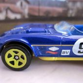 CORVETTE GRAND SPORT ROADSTER HOT WHEELS 1/64 - car-collector