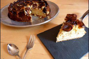 Gâteau au fromage blanc, noix, raisins, figues et quetsches