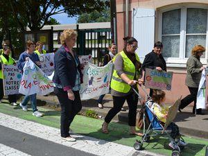 Préparation de la manifestation devant l'école Blanchard et départ du cortège. D'autres photos à venir prochainement....