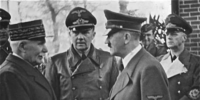 La poignée de main entre Pétain et Hitler le 24 octobre 1940 à Montoire-sur-le-Loir. (Bundesarchiv, Bild 183-H25217 / CC-BY-SA 3.0)