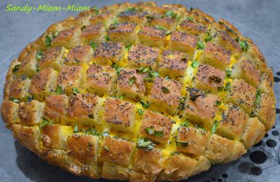 Pull apart cheesy bread (pain au fromage à partager)