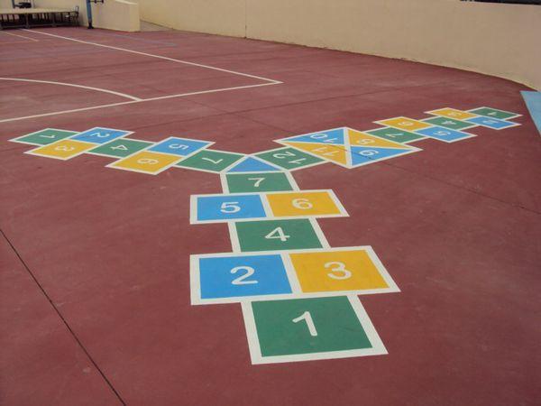 Carmen a réalisé de superbes jeux de cour pour tous les élèves de l'école.