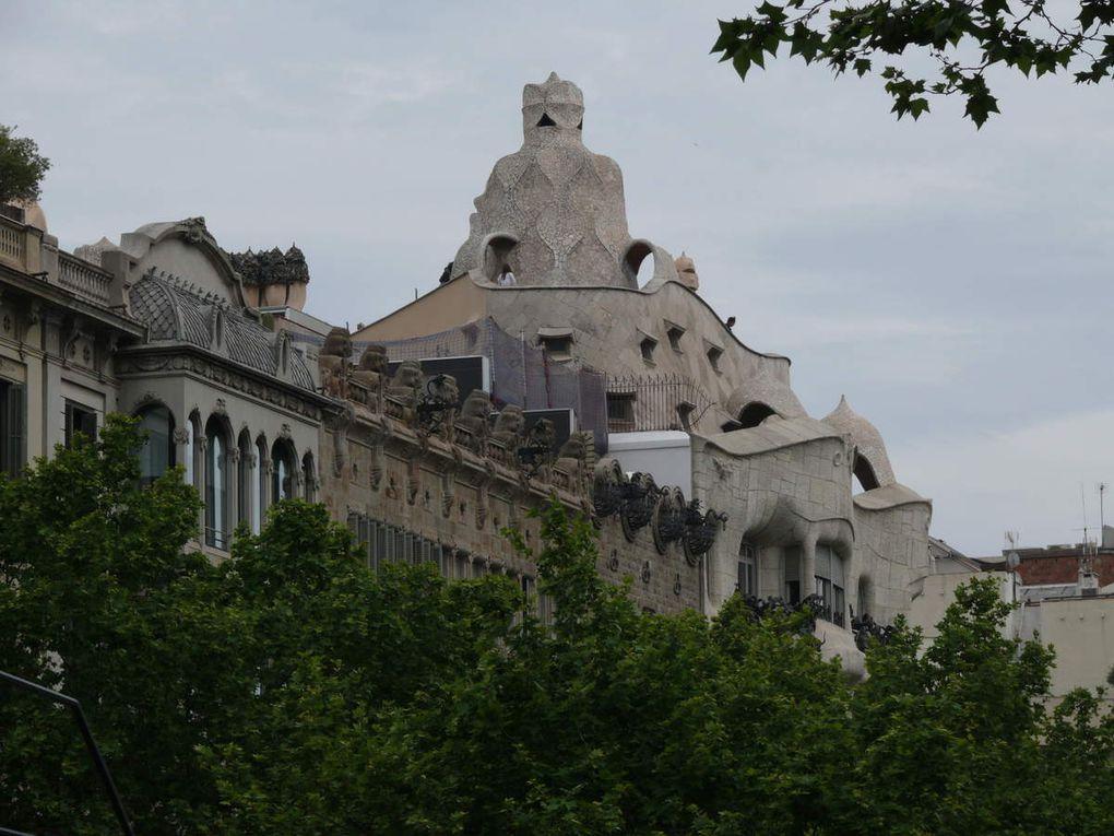 Surnommée « La Pedrera », la Casa Milà a été dessinée par Antoni Gaudi.