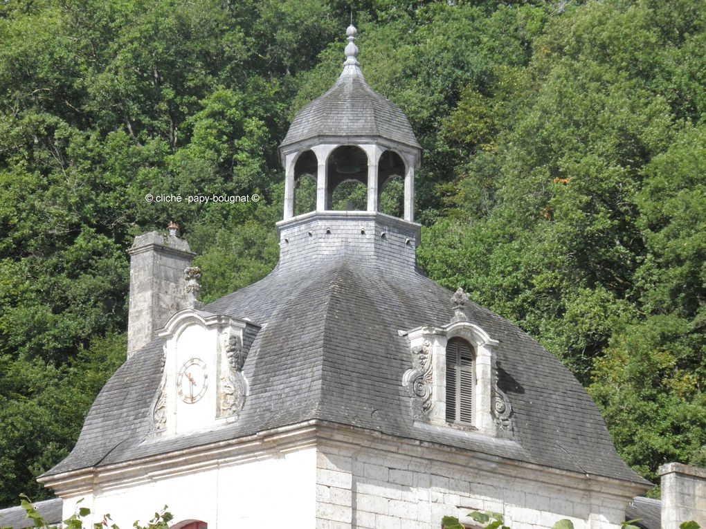 Une superbe balade dans le périgord vert ou la beauté de l'architecture, anime cette ville qu'est Brantôme ,cela mérite le détour..