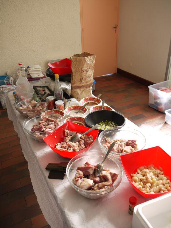 Au menu : délicieux travers de porc à la sauce aigre douce et chè ba ba (dessert sucré au manioc et patate douce)