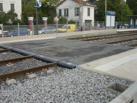 Cet album présente la ligne Bondy-Aulnay hier et aujourd'hui. L'ancienne ligne de train et après travaux : le tram-train. Les rames Avanto, la ligne comme si vous étiez aux commandes, l'aménagement des nouvelles stations,l'inauguration...