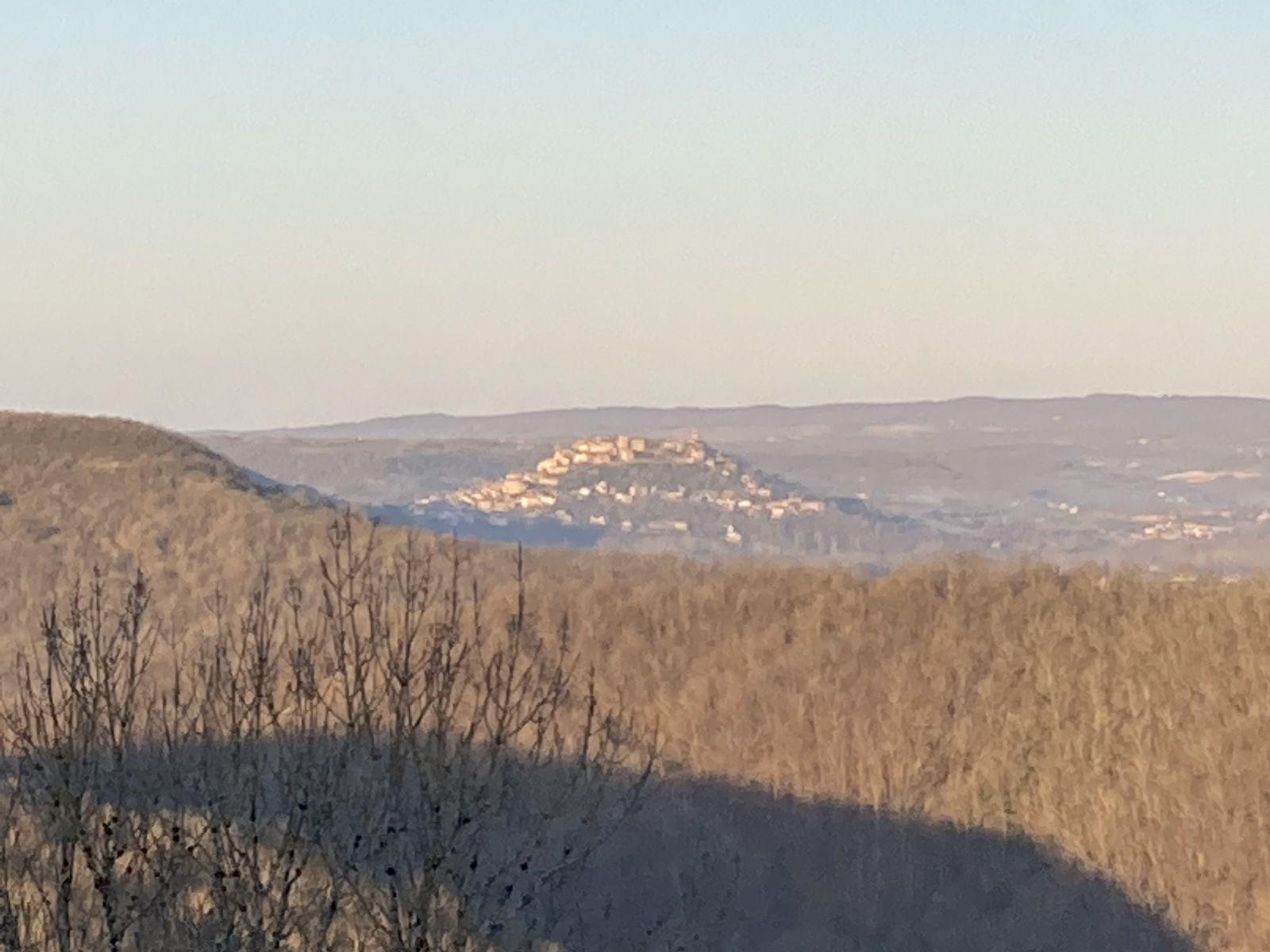 La vue sur Cordes sur Ciel depuis Saint Marcel la matin des Rameaux