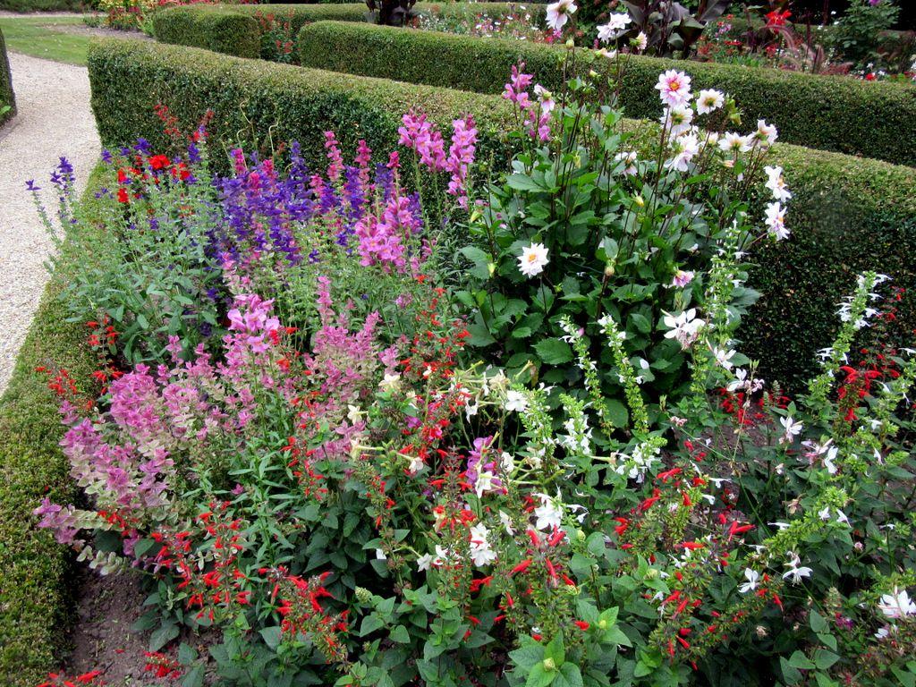 Promenade dans le jardin du Château de Blérancourt,