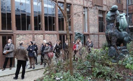 Puis nous entrons dans un deuxième jardin aux sculptures monumentales et murales.