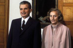 Ceausescu est là démoli son menton tremble