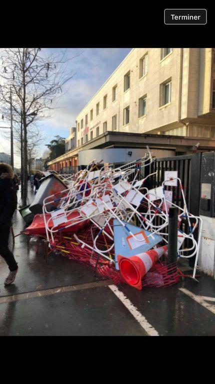 Gilets jaunes : des lycées bloqués dans plusieurs villes de France (photos et carte)