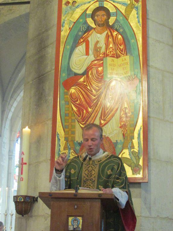 Première messe à Villars de M. l'abbé Henri LAROCHE, ordonné en la cathédrale St Louis de Versailles le 24 juin.