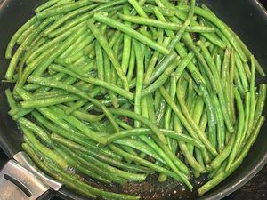 Tournedos de boeuf en croute de moutarde à l'ancienne et haricots verts