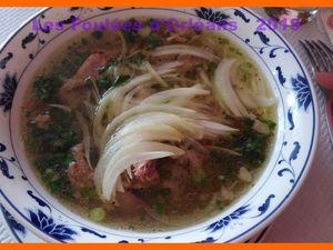 Une soupe Phô et des nems