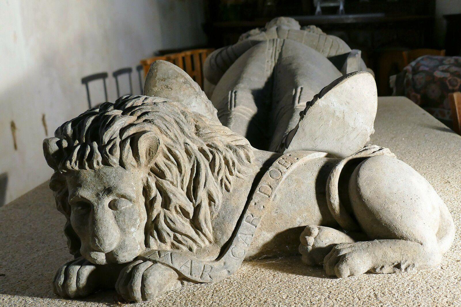 Le gisant (kersanton, 1638, Roland Doré) d'Auffray du Chastel en l'église de Landeleau. Photographie lavieb-aile 4 août 2021.