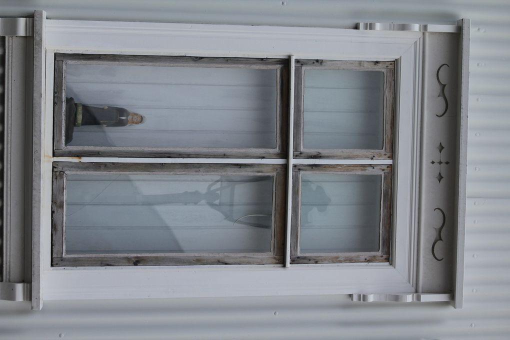Je ne sais pas pourquoi mais j'aime toujours photographier des portes et des fenêtres