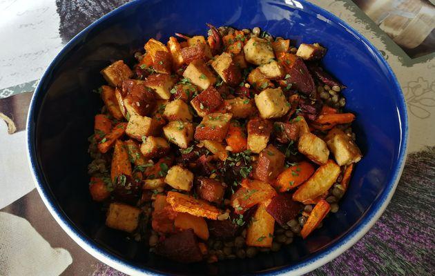 Lentilles, tofu fumé, légumes rôtis au four & paprika fumé