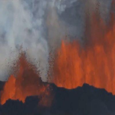 Islande - Volcan en éruption vu du ciel