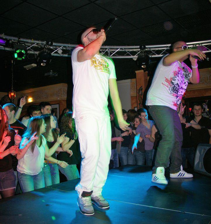 Samedi 17 décembre, la Discothèque Le Podium 2000, recevait en live le duo G-NOSE et NELINHO. Après leur single POP POP KUDURO, ceux ci reviennent avec un nouveau single VIENS DANSER.