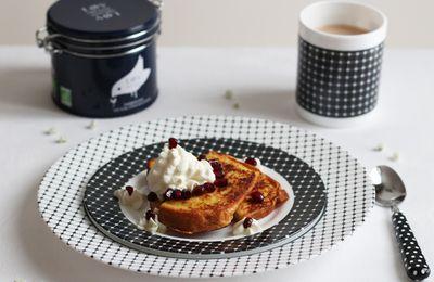 Pain perdu à la vanille, crème chantilly-grenade & thé noir Darjeeling Lovorganic