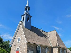 St-Pierre ... Ses fermes avec de belles vues sur le fleuve, ses deux églises, et son Espace Félix Leclerc
