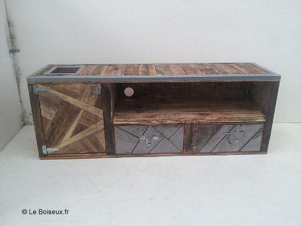 Sous votre impulsion, matériaux naguère obsolètes s'associent et revêtent l'apparence d'un meuble à votre image