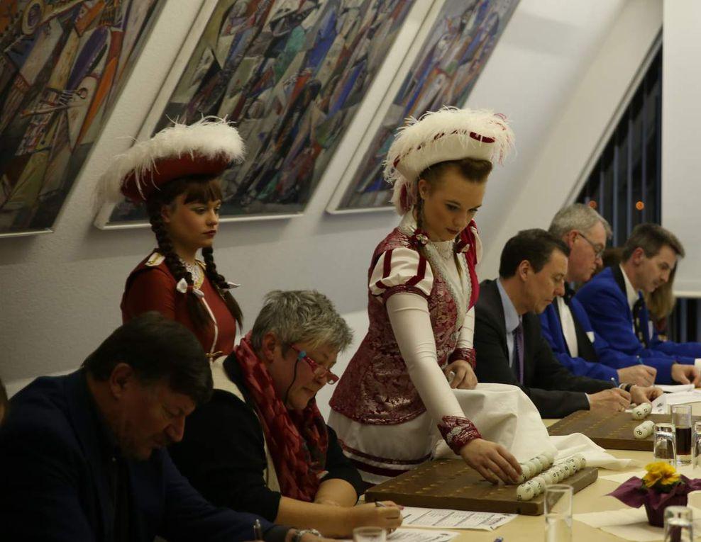 Veitshöchheimer Carneval-Club und Tanzsportgarde  richten am 20., 27. und 28. Februar die 25. Süddeutschen Meisterschaften im karnevalistischen Tanzsport aus - Mammutveranstaltung an drei Tagen mit 226 Auftritten von 2.765 Aktiven und voraussichtlich an die 5000 Zuschauer