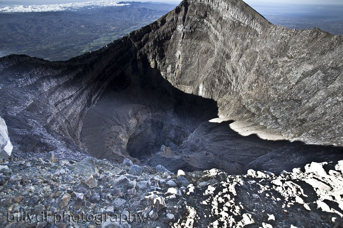 Kanlaon - the active Lugud crater in March 2010 - Courtesy of Billy Lopue, via GVP