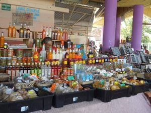 Cocotiers, plage de sable blanc, mangrove et marché, la vraie vie peut commencer !