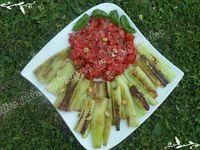 Concombres braisés et tomates fraîches au basilic