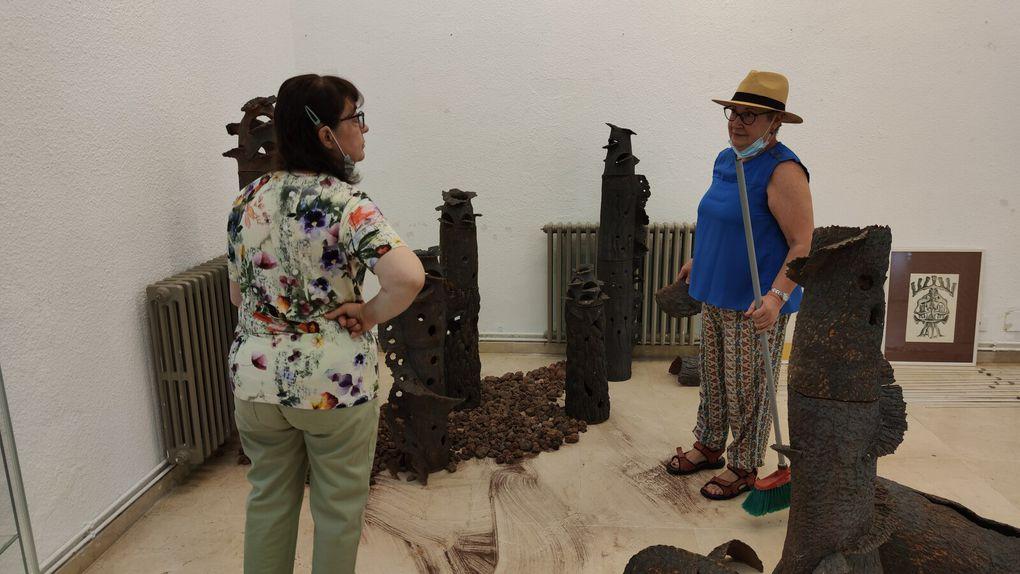 Etaient présents pour la Ville l'élue à la Culture Reyes , les artistes Mercedes Freixo, Soledad Penalta, Xuan Vila, Violeta Bernardo, Siña Fernandez, José Puga, Machus et Mendez ainsi que les amis de toujours.