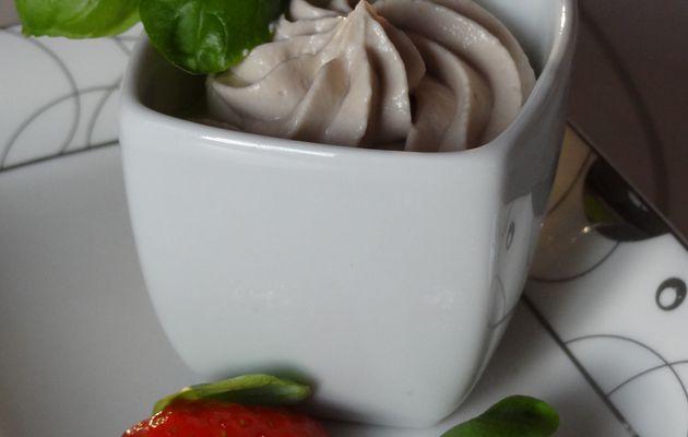 Fraises poêlées au basilic et crème mascarpone